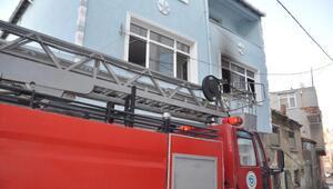 Malkaradaki ev yangında 1 kişi dumandan etkilendi