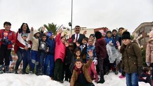 Anamurda çocuklara kar topu hediyesi