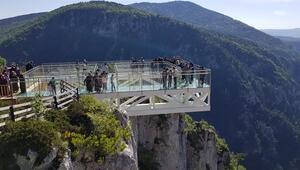 Çatak Kanyonundaki cam terasa yoğun ilgi