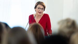 Almanya'nın First Lady'si para kazanıyor mu
