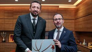 Bakan Kasapoğlu, TBF Başkanı Hidayet Türkoğlunu ziyaret etti