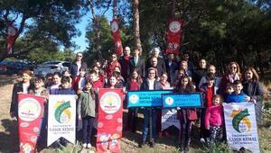 Öğrenciler 'Toprak Dede'leri için fidan dikti