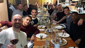 Son Dakika Fenerbahçe Transfer Haberleri | Victor Moses yeni takım arkadaşlarıyla yemekte