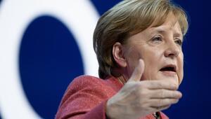 Angela Merkel: Suriyede yapılan hatalar Libyada tekrarlanmamalı