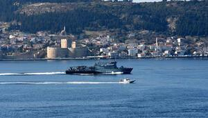 Alman savaş gemisi Çanakkale Boğazı'ndan geçti