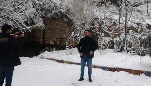 Mardin beyaza büründü, kırsaldaki yollar ulaşıma kapandı