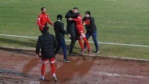 Taraftarla kavga etti, sözleşmesi feshedildi Bolusporlu Hakan Arslan...