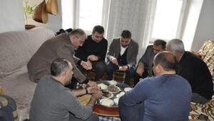 AK Partiden Hozatta ev ziyaretleri