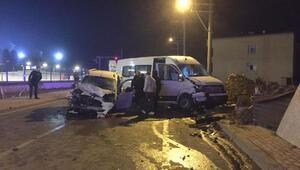 Darıcada 3 araç çarpıştı: 11 yaralı