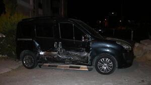 Hafif ticari araçla otomobil çarpıştı: 6 yaralı