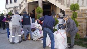Finikeden depremzedelere yardım