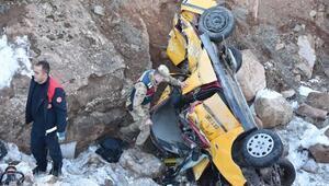Sivasta, taksi şarampole devrildi: 2 ölü, 1 yaralı