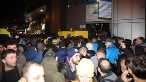Fenerbahçe-Başakşehir maçında turnike krizi Taraftarlar giremedi