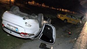 Esenyurtta otomobil takla attı: 2 yaralı
