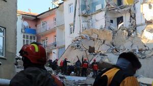 Mustafa Paşa Mahallesindeki enkazda bir kadın aranıyor