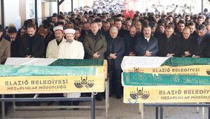 Son dakika haberleri: Acı görüntü... Elazığdaki depremde hayatını kaybedenlere cenaze töreni