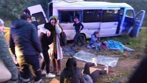 Bodrumda servis minibüsü takla attı: 11 işçi yaralı