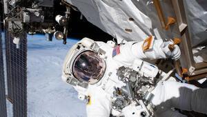 Astronotlar, Alfa Manyetik Spektrometrenin onarımı için uzay yürüyüşüne çıktı