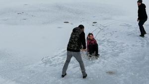 Karabükte gölet buz tuttu