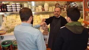 Öğrenciler için askıda peynir uygulaması başlattı