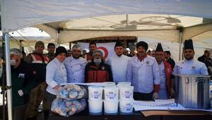 Deprem bölgesinde, afetzedeler içinher gün 15 bin kişilik yemek