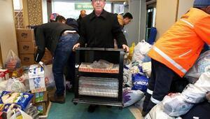 Aksaraydan deprem bölgesine 3 TIR dolusu yardım