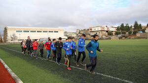 Mustafa öğretmen öğrencilerine sporla 'dokunuyor'