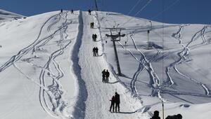 Hakkari, İran ve Iraklı kayak tutkunlarını ağırlıyor