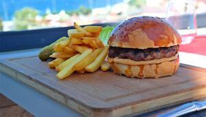 Hamburgerin tadı Boğazda bir başka olur