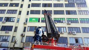 6ncı katta intihara kalkıştı, polis ikna etti
