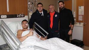 Elmacık kemiğinden operasyon geçiren Adis Jahovic, en az 4 hafta yok