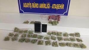 Ataşehirde otomobilde uyuşturucu satan şüpheliler yakalandı