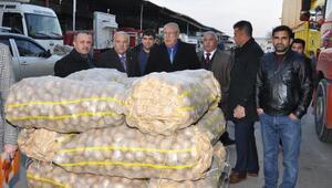 Adanadan 2 TIRyaş sebze ve meyve deprem bölgesine gönderildi