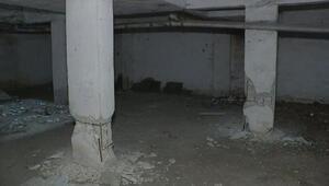 Mühüre rağmen ağır hasarlı binalarına döndüler