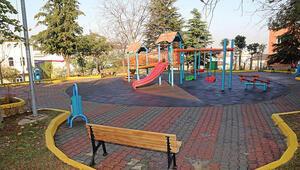 Çocukken oynadıkları parkı atık ürünlerle yeniden yaptılar