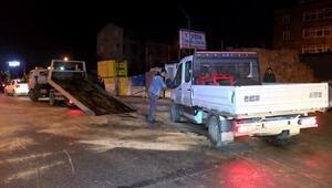 Otomobil kamyonetle çarpıştı: 1i polis, 2 yaralı