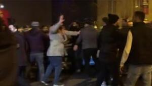 Taksiciler tekme tokat kavga çıkardı Polis havaya ateş açtı