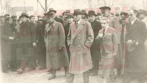 Büfede tesadüfen ortaya çıktı İşte Atatürkün görülmemiş fotoğrafları