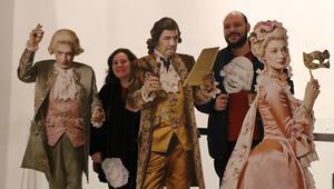 Mozart maskelerle anıldı