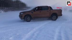Buz tutan Çıldır Gölünde drift yaptılar