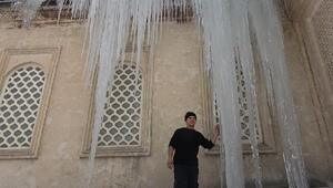 Yüksekovada 5 metrelik buz sarkıtı