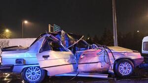 Otomobil kamyonete arkadan çarptı: 2si çocuk 4 yaralı