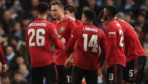 Manchester United kazandı, City turladı