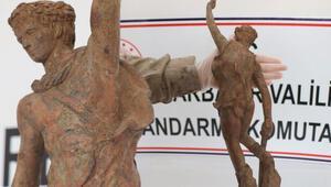 Savaşçı figürlü heykel operasyonu Çok sayıda gözaltı var...