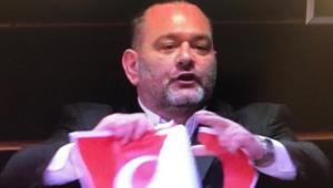 Son dakika haberler: APde Yunan milletvekilinden skandal Türk Bayrağını yırttı