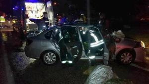 Seydikemerde otomobiller çarpıştı: 1 ölü, 4 yaralı