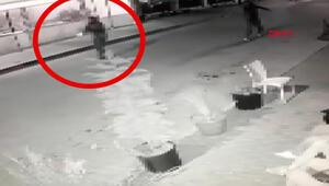 Yol kenarındakilere silahlı saldırı kamerada