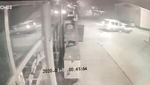 Polis aracı ile otomobilin karıştığı kaza güvenlik kamerasına yansıdı