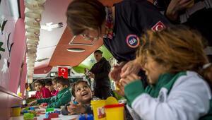Gezici anaokulu depremden etkilenen çocukların yüzünü güldürdü