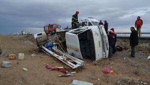 Aksaray'da kamyonet devrildi: 2 kişi  yaralı